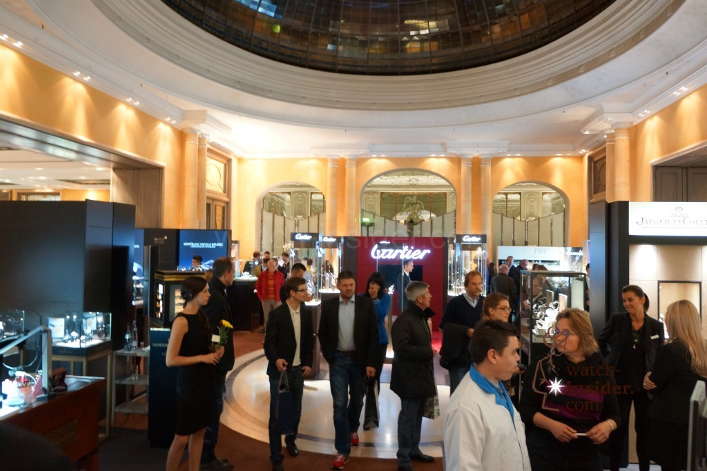 Here at the Hotel Bayerischer Hof in Munich today the 5th edition of the privately organized replica watch exhibition Munichtime opened its doors. I invite you to take a first look.